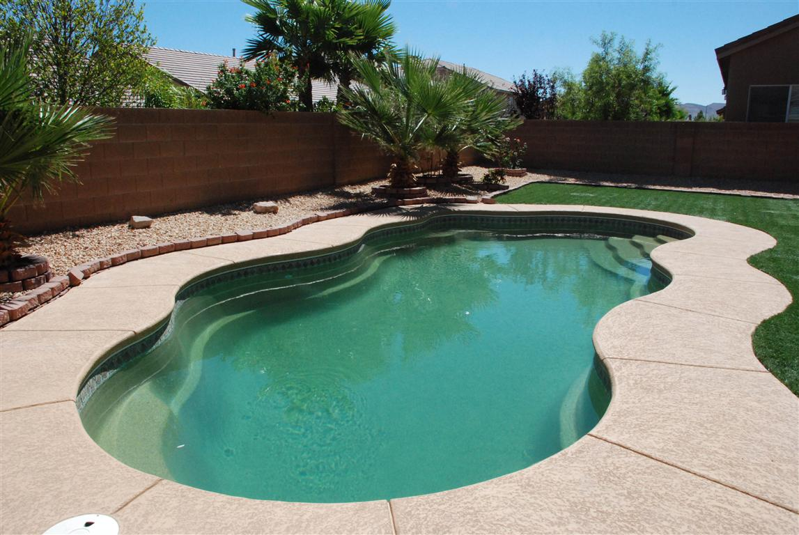 Laguna medium fiberglass inground viking swimming pool for Fiberglass inground swimming pools