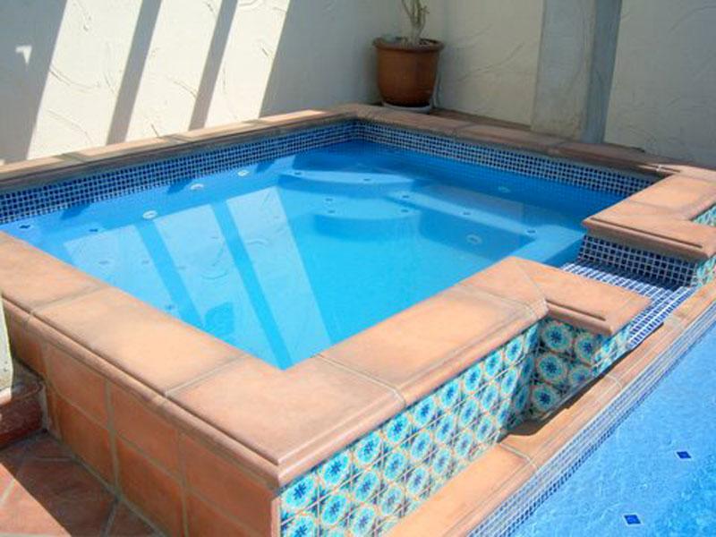Royal Spillover Spa Amp Hot Tub Viking Fiberglass Pools