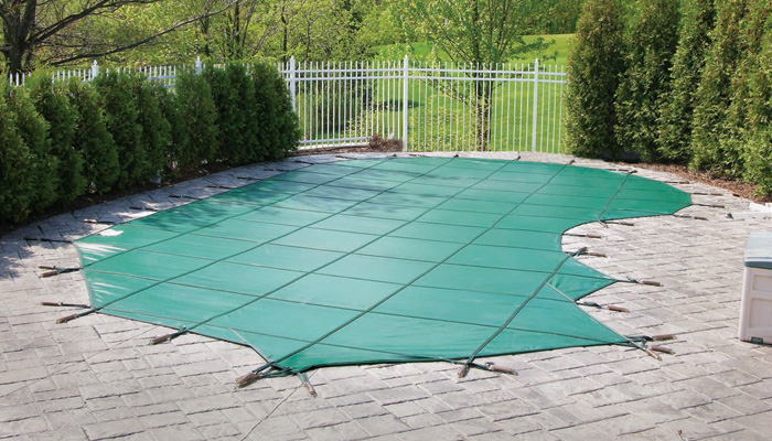 Solid mesh safety covers for fiberglass swimming pools for Algicide piscine danger