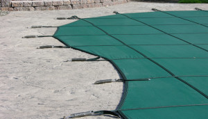 Solid & Mesh Safety Covers Fiberglass Swimming Pools 7